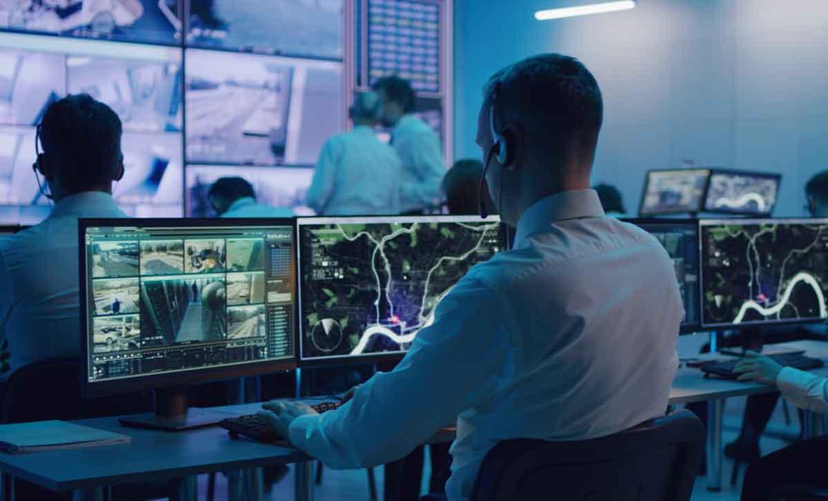 live-monitoring-security-surveillance-team
